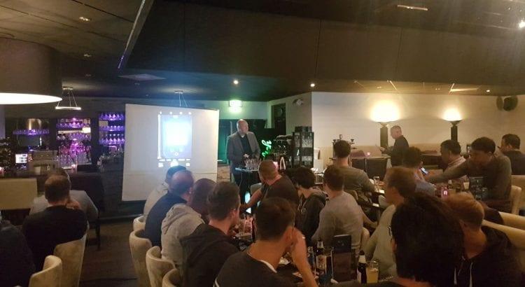Ronald van Kempen Sekèt en Edwin Slot van IFM Electronic presenteren tijdens de Toolbox.