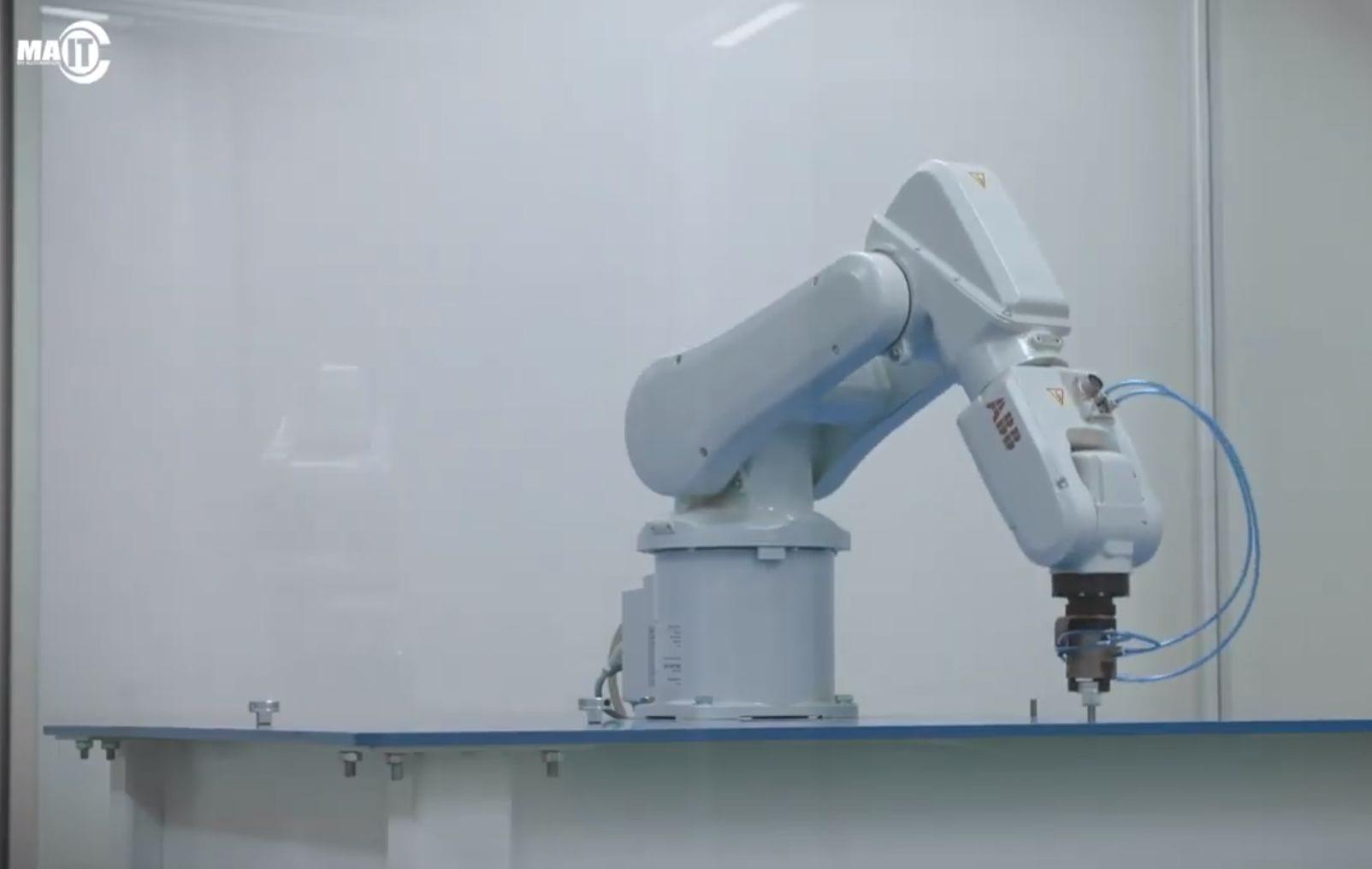 De ABB robot die op het Experience Center staat
